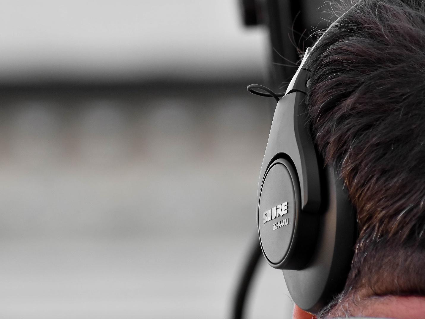 Free picture: audio, entertainment, headphones, headset, music, side view,  covering, technology, people, sound