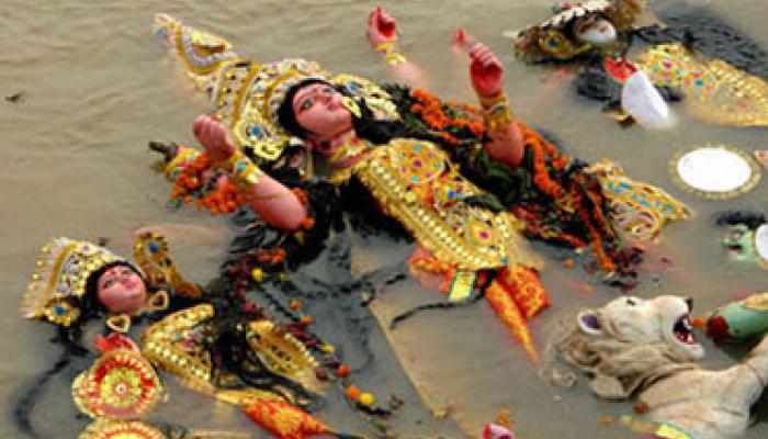 দ্রুত বিসর্জনের নির্দেশের প্রতিবাদে পথ অবরোধ বসিরহাটে