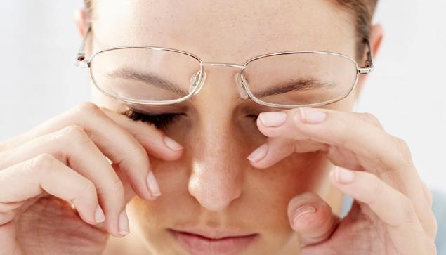 Biểu hiện đeo kính mắt không phù hợp