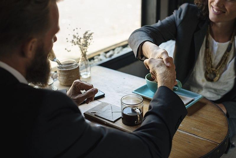 C:\Documents and Settings\Admin\Рабочий стол\800px-Business_agreement_handshake_at_coffee_shop.jpg