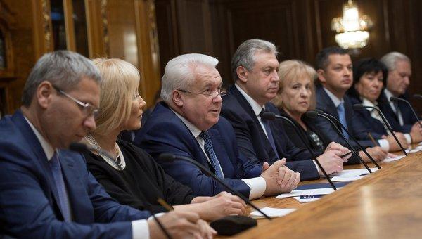 Народная артистка Украины Таисия Повалий (вторая слева) и депутаты ВР на встрече с депутатами Госдумы РФ, 2014 г.