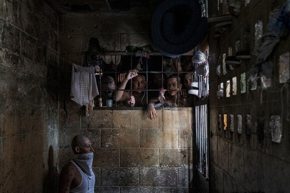 Фото заключенных в Сальвадоре
