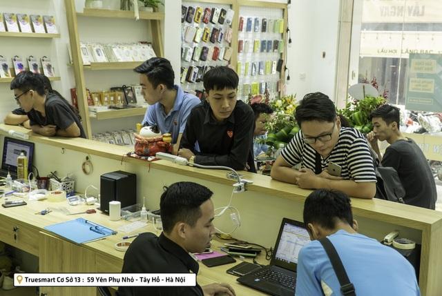 Thay mặt kính iPhone XS lấy ngay tại Hà Nội