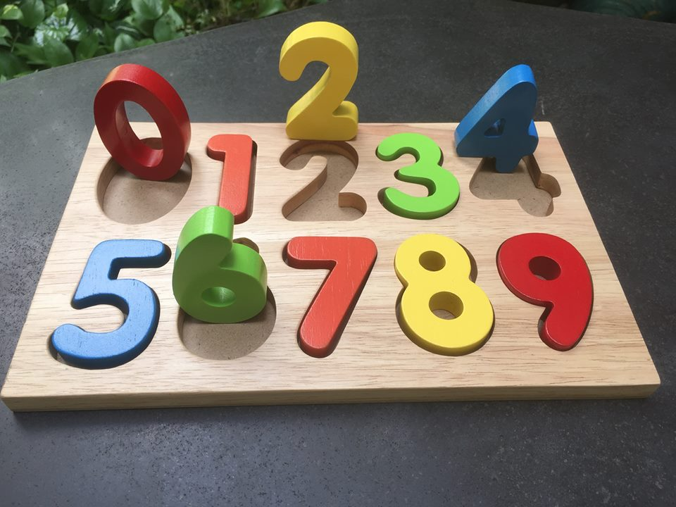 Trẻ lớp 1 cần so sánh được 2 con số và hiểu bản chất của phép cộng, trừ