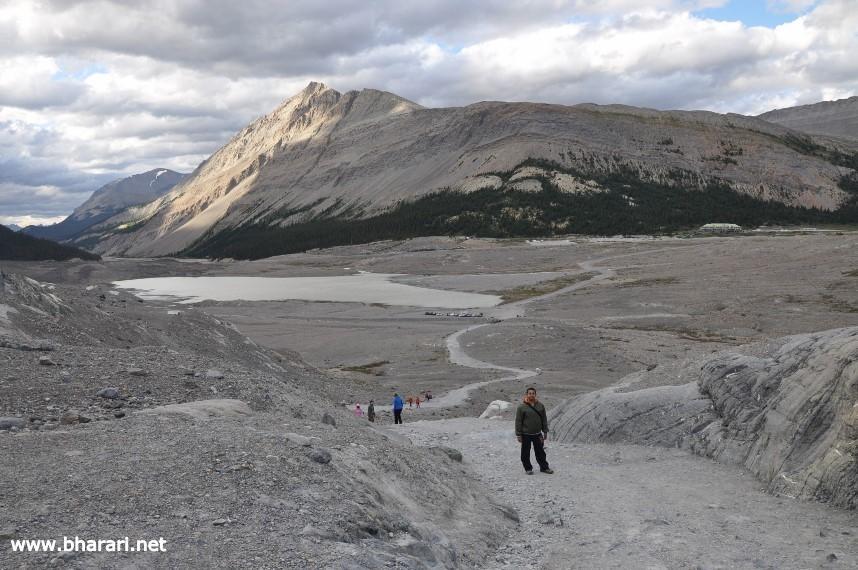 The way to the world's most accessible glacier - Athabasca Glacier