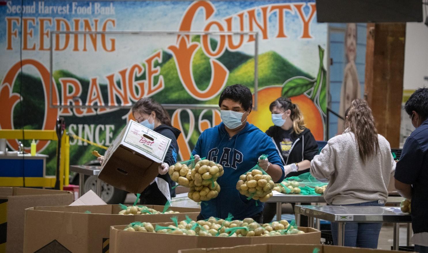 Coronavirus: Orange County food bank steps up amid shortages - Los ...