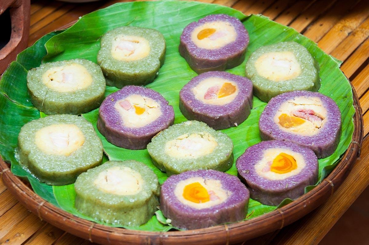 Thưởng thức bánh tét mật cật Phú Quốc - ChuduInfo