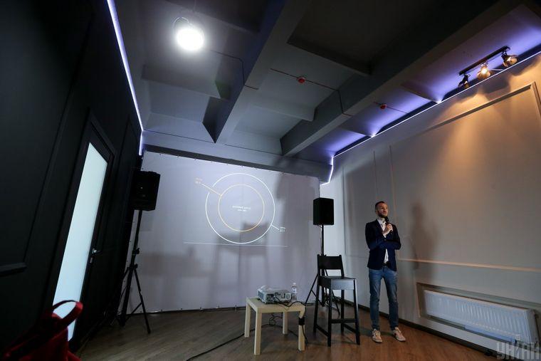 Гендиректор Національного центру Олександра Довженка Іван Козленко презентує результати роботи, Київ, 27 квітня 2017 року