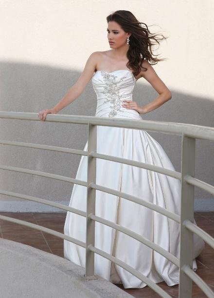 https://davincibridal.com/uploads/products/wedding_gown/50250AL.jpg