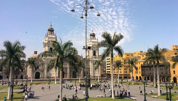 La Plaza de Armas preparándose para el día de Santa Rosa de Lima