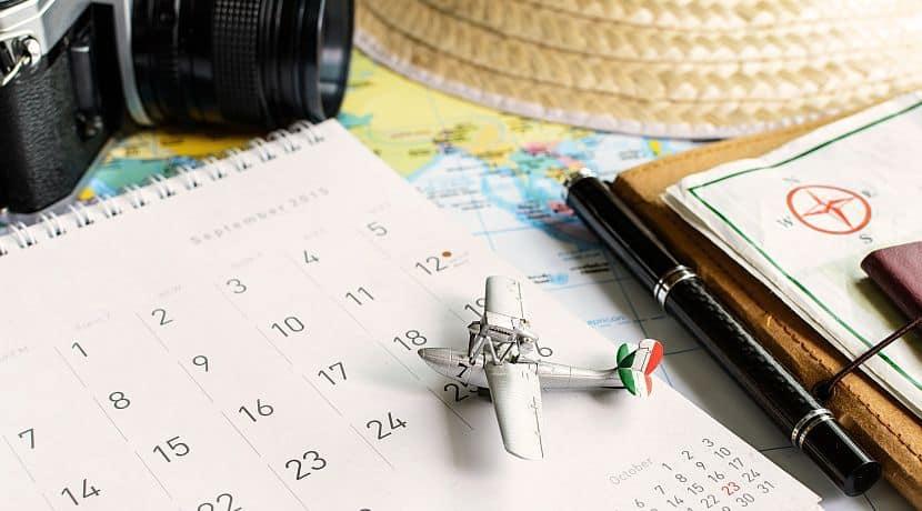 Để tiết kiệm chi phí bay, các bạn nên tránh mua vé máy bay vào mùa hè hoặc dịp tết