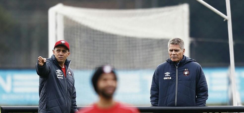 Treino do Atlético-PR tem a presença do diretor, Paulo Autuori, em dia que o treinador pensa em mudanças (Foto: Jonathan Campos/Gazeta do Povo)