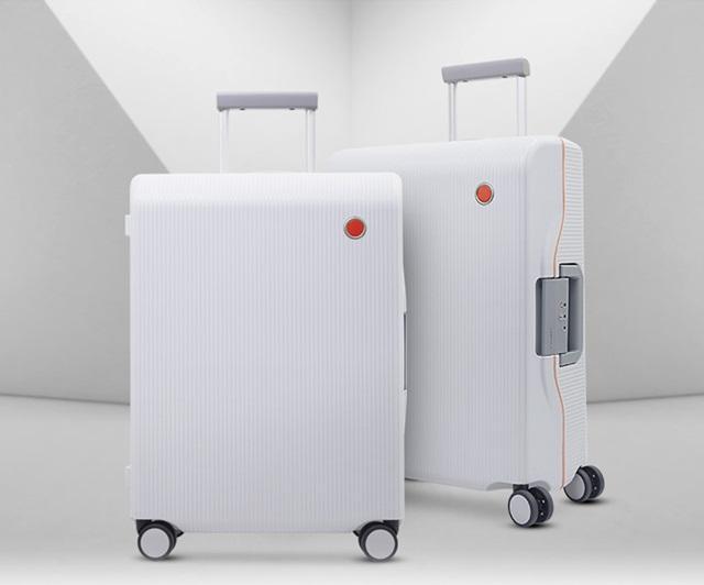 Mẫu vali kéo nhựa cao cấp Fusion PW004 gây tiếng vang lớn khi ra mắt.