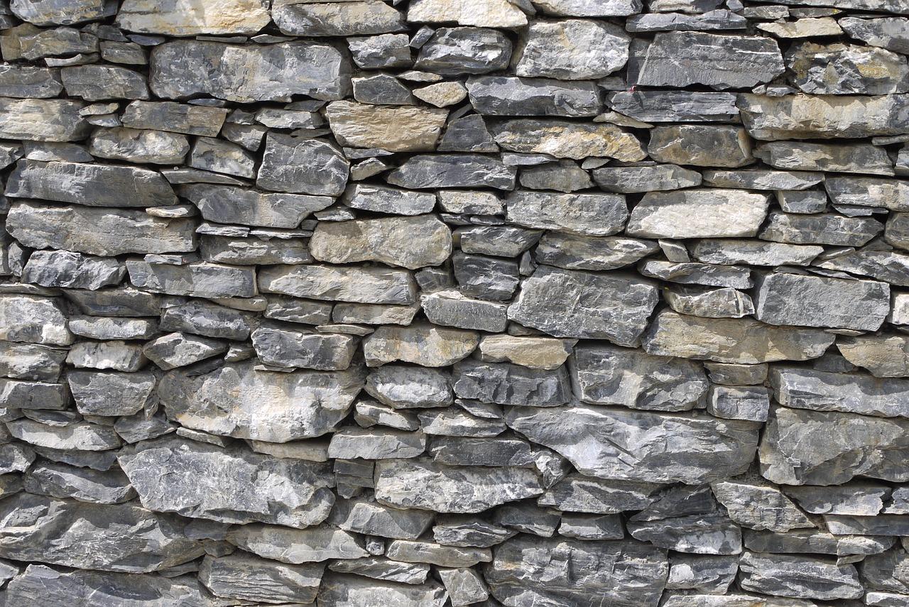 Wie hoch kann man eine Trockenmauer bauen?