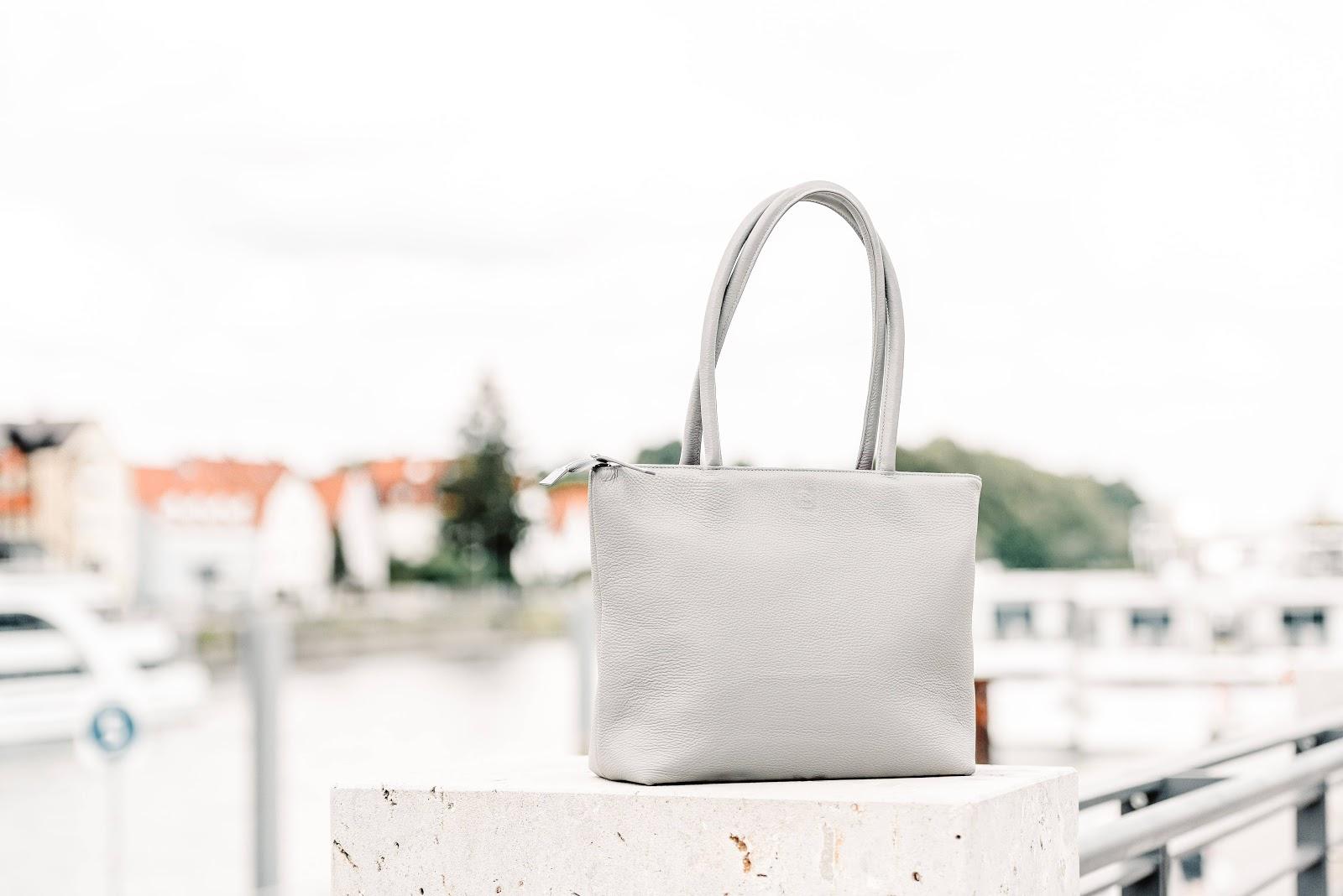 borsa-bianca-su-tavolo