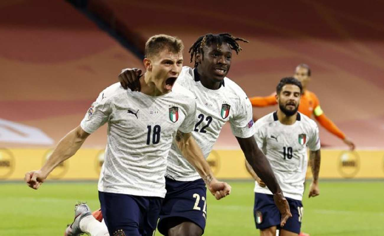 Alt: Nicolo Barella of Italy celebrates with Moise Kean - Photo by ANP Sport via Getty Images