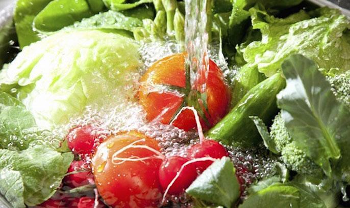 Rau quả sạch hơn với nước điện giải