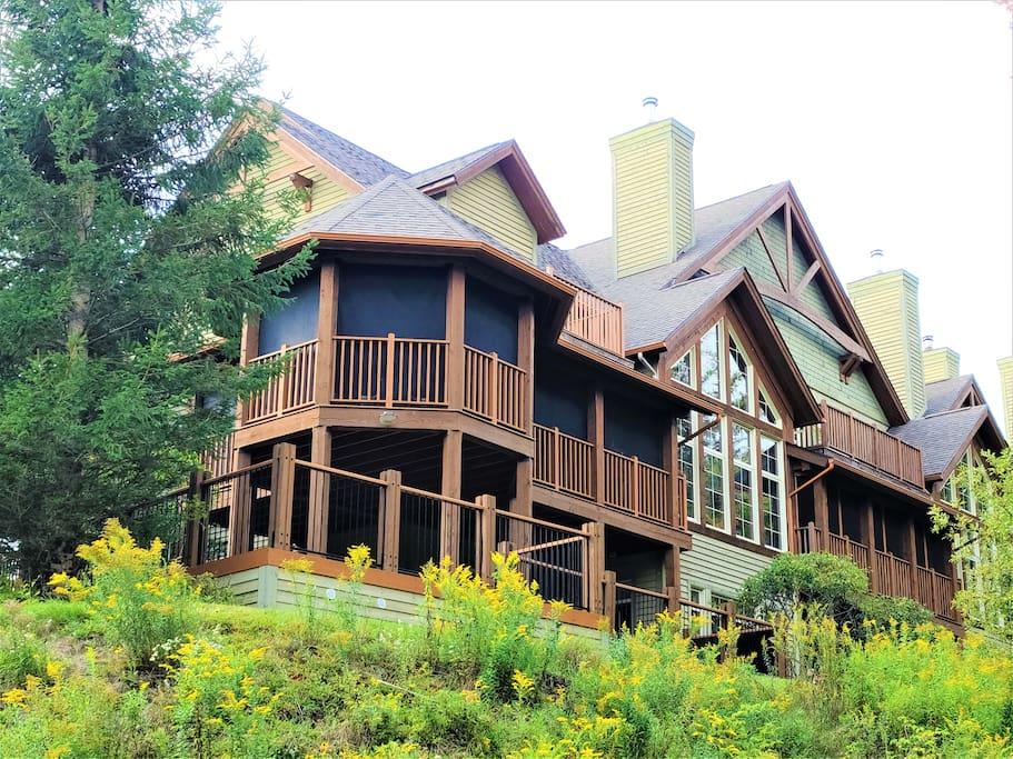 Magnificient cottages for rent in Tremblant, Quebec #11