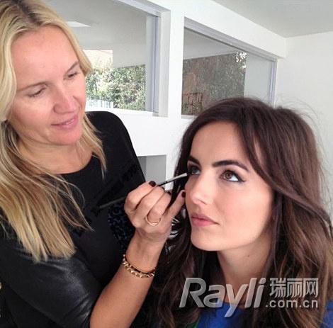 Queen star makeup artist teaching five steps on the red carpet makeup
