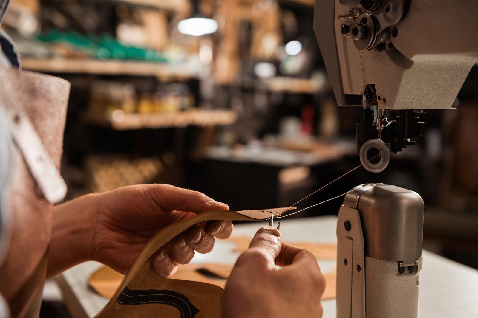 Sản phẩm cần được làm tỉ mỉ trong từng đường kim, mũi chỉ