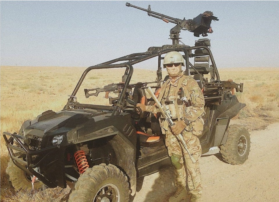 r/russia - Russian special forces soldier and his buggy with a machine gun somewhere in Syria