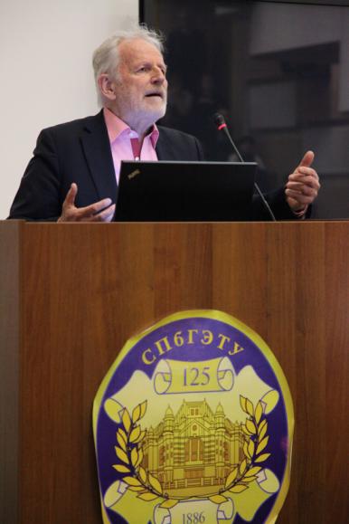Бруно Бухбергер в ЛЭТИ февраль 2015-2.png