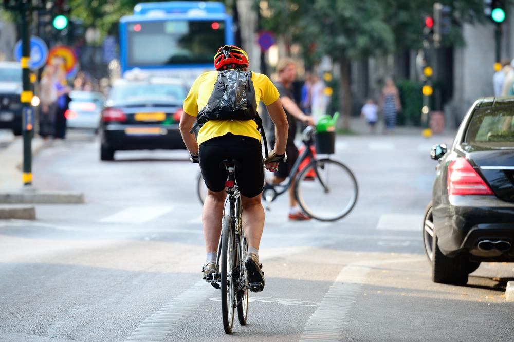 Para especialistas, a e-bike pode ajudar a ampliar o acesso à cidade. (Fonte: Shutterstock)