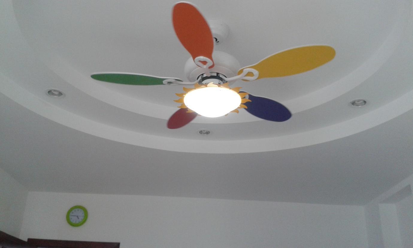 Dùng quạt trần cho nhà chung cư là phương án làm mát tốt, tiết kiệm