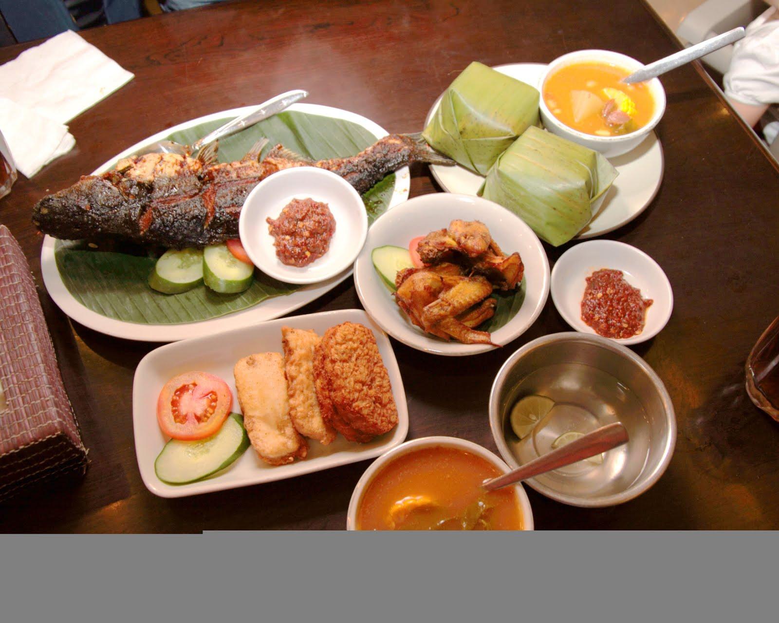 Food_Sundanese_Restaurant,_Jakarta.jpg
