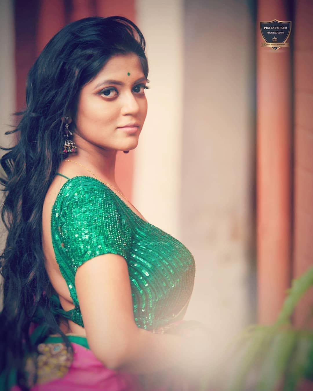 Bengali model Triyaa Das hot latest sexy saree photos Navel Queens