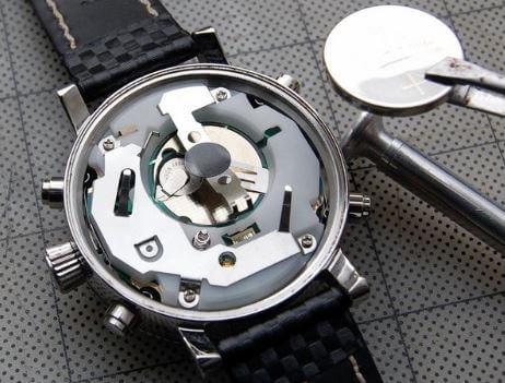 So sánh tuổi thọ của đồng hồ cơ và pin