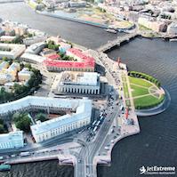 Полет на вертолете над центром Санкт-Петербурга
