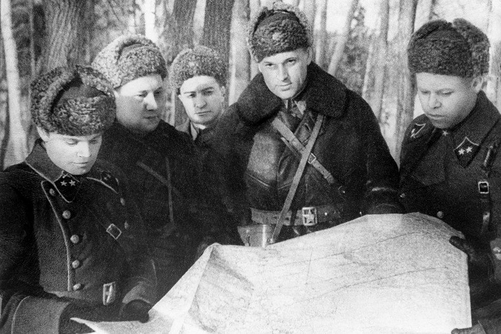 Рокоссовский с офицерами штаба