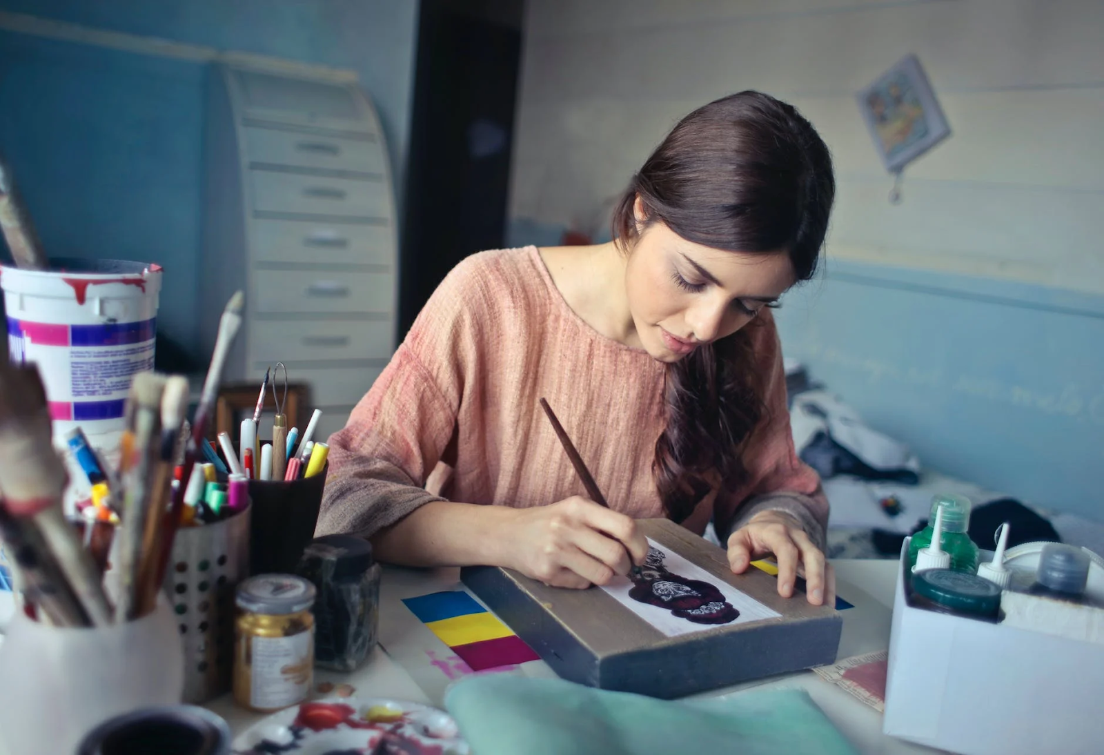 girl practicing fine art and craft illustration