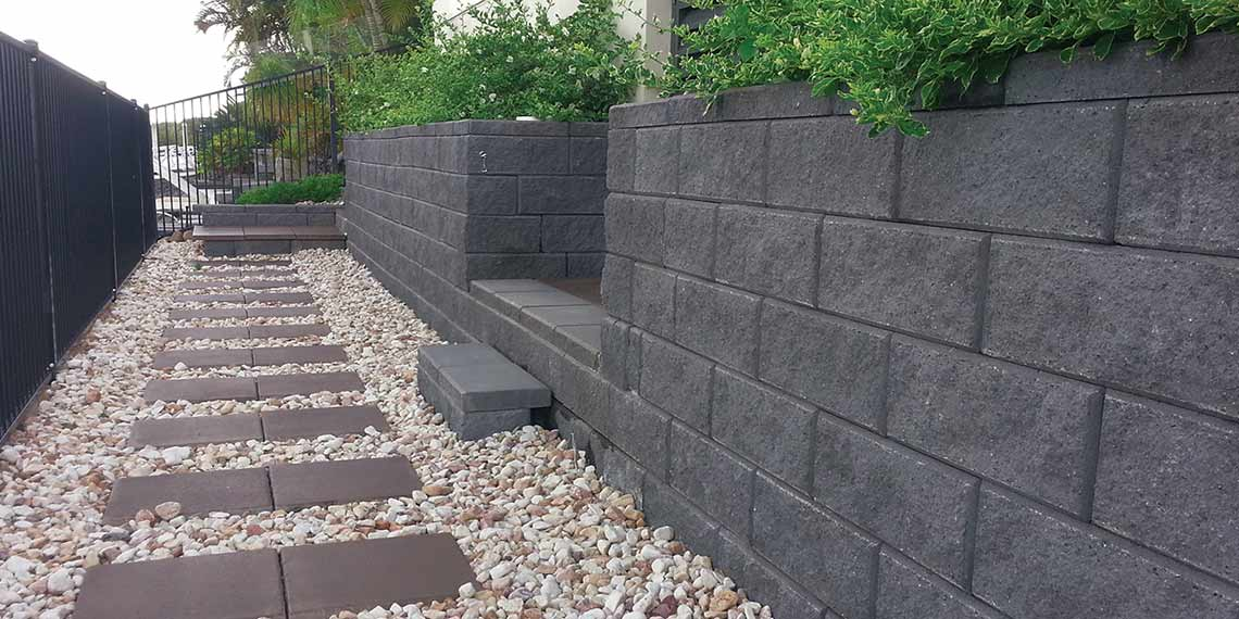 Retaining wall from retaining wall blocks