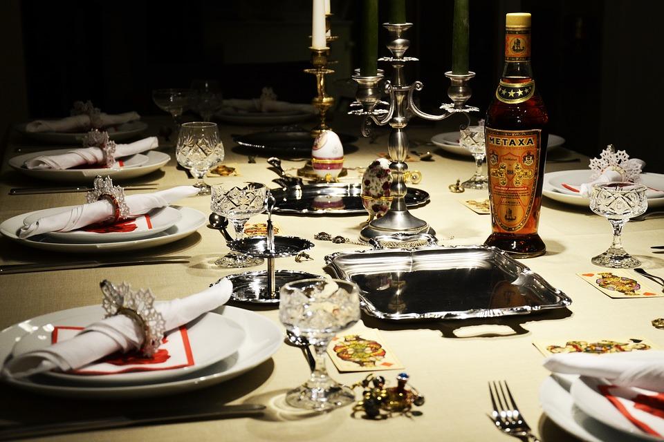 Dinner-Party-Plates-Dining-Elegant-Table-Setting-2178059.jpg