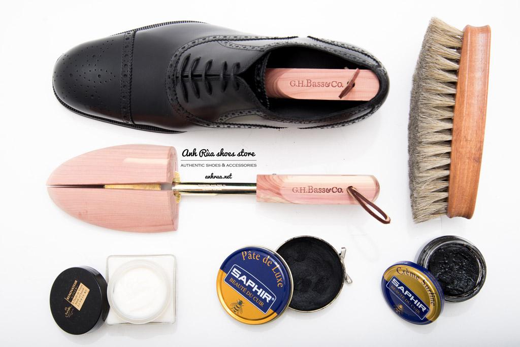 Bạn nên thường xuyên đánh bóng giày để giày luôn bóng đẹp