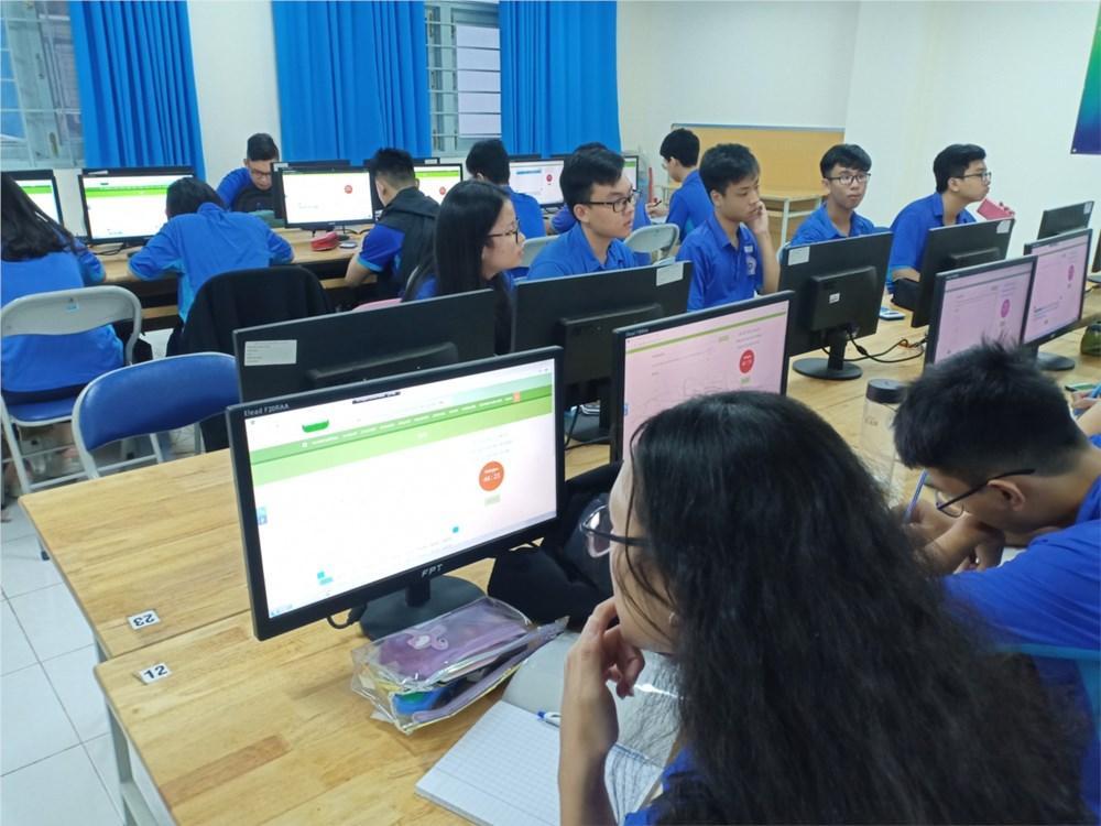 Đồng bộ với hình thức thi trực tuyến   THPT Nguyễn Du