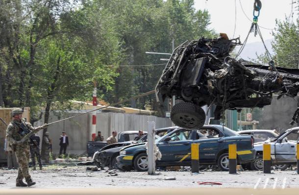 Ataque suicida en Afganistán paraliza las charlas entre los talibanes y el Gobierno de USA.