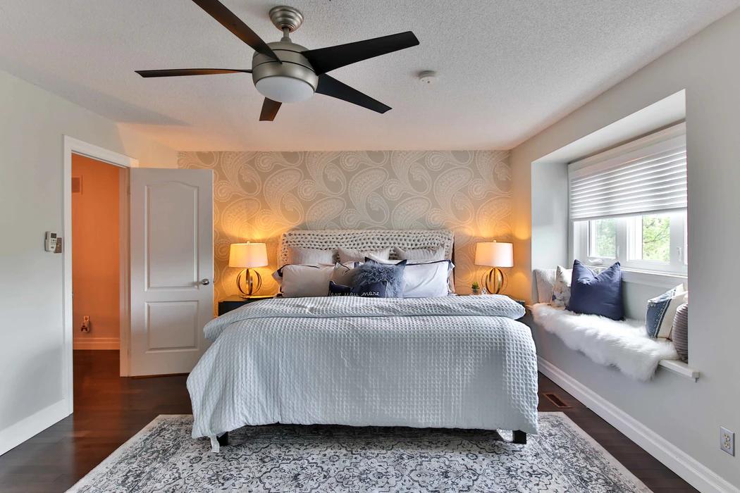 bedroom with modern furnisings