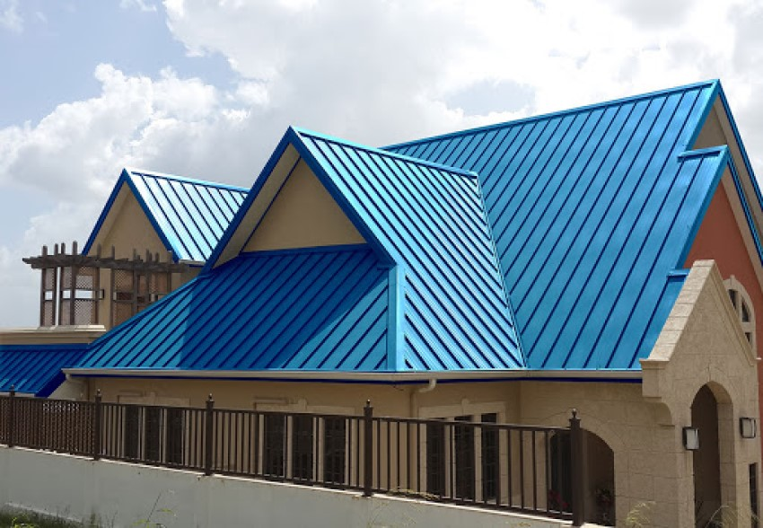 Nhà cấp 4 mái thái lợp tôn xanh dương