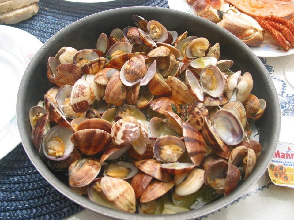 أصناف المأكولات البحرية الكثيرة بلشبونة