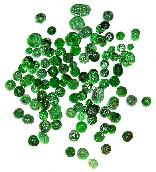"""Chinese Jadeite Buttons"" by Gregory Phillips /  CC-BY-SA 3.0"