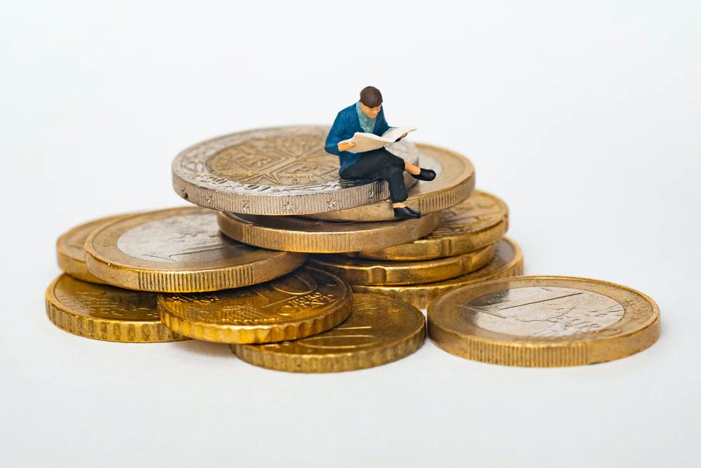 Cum economisești bani pentru a-ți începe propria afacere?