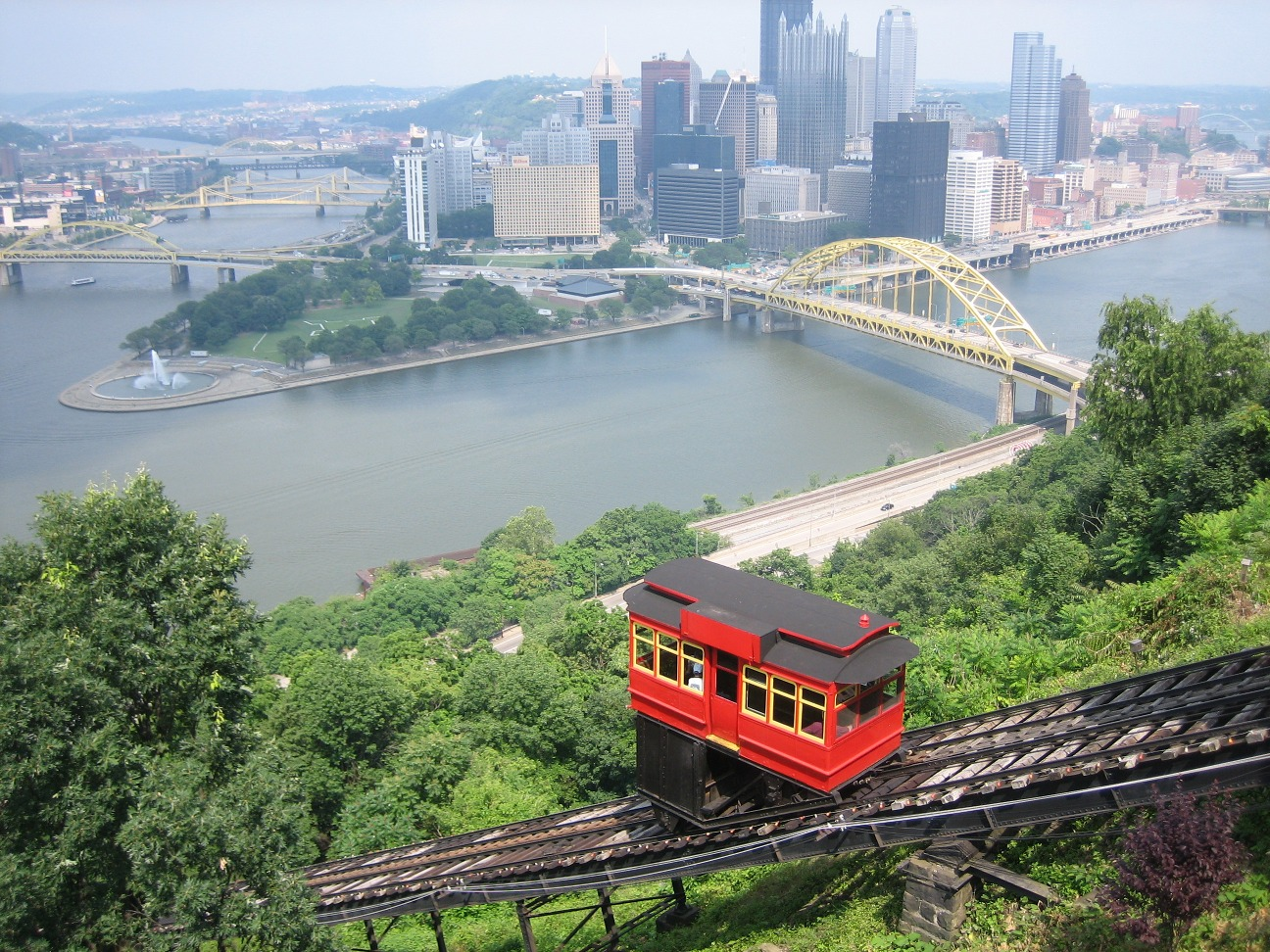 Duquesne_Incline_from_top.jpg