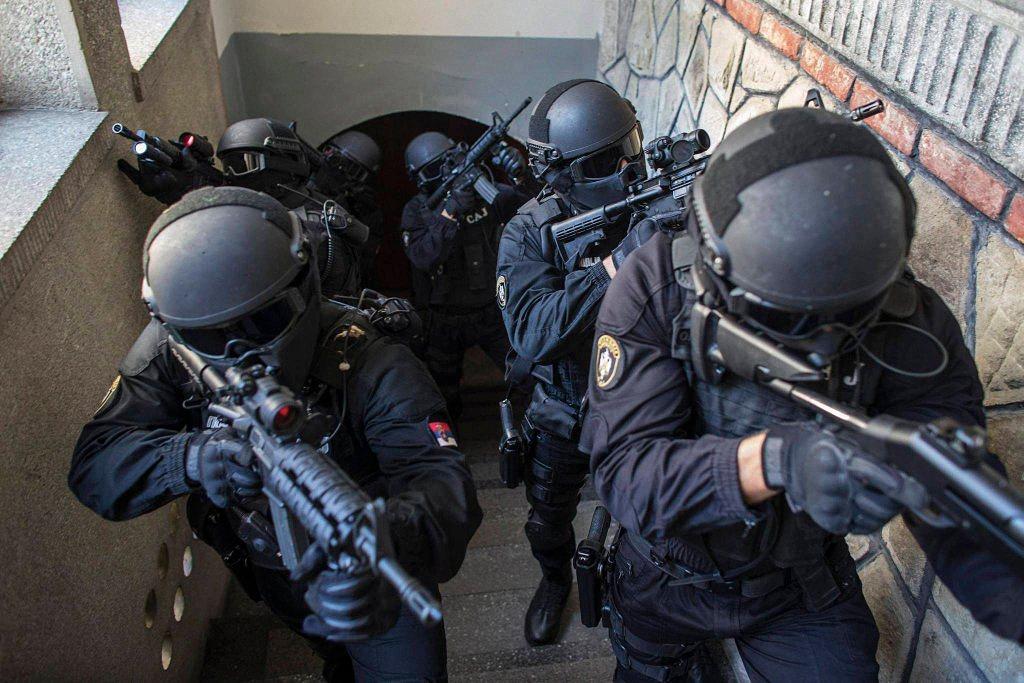 Применение оружия полицией-6
