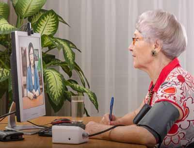 l'internet des objets, qui permet à des patients, par exemple, de gérer, au quotidien, leur pathologie, ou encore de permettre, via la télémédecine, à des patients isolés de se connecter à leur médecin, donnant naissance à la téléconsultation