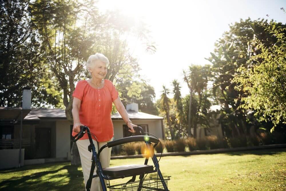 tipos andadores para idosos cuidados na manutencao