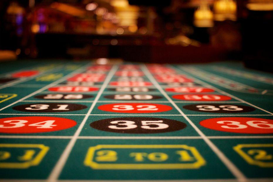 Hướng dẫn chi tiết cách chơi Poker Online tại nhà cái HappyLuke