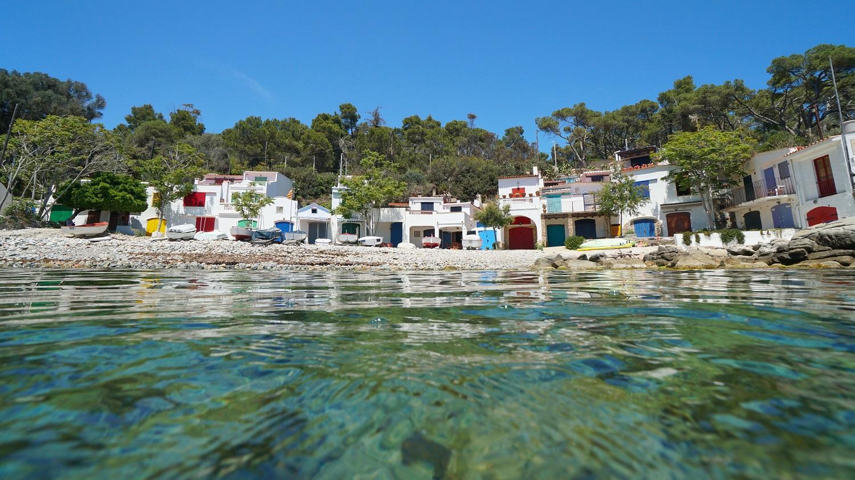 Aguas tranquilas y cristalinas en Cala S'alguer (Palamós)